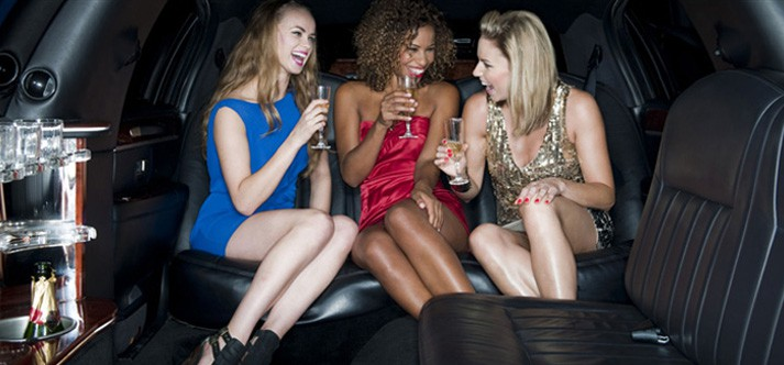 5 Benefits of Hiring a Party Bus